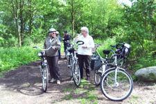 Wanderbewegung mehrere Personen auf einer Fahrradtour