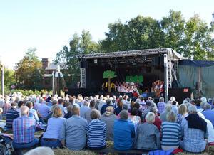 Festival op Platt am Pott-Carstens-Platz direkt an der Krückau