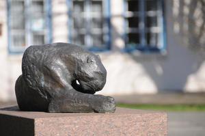 »Liegender Panther« von Hans Martin Ruwoldt.