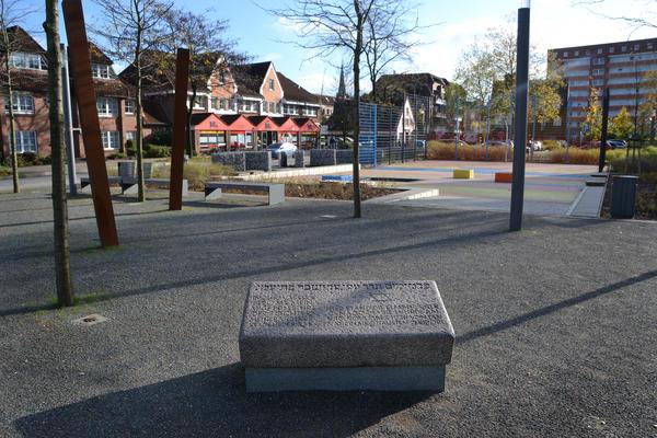 Gedenkstein am Standort der einstigen Synagoge am Flamweg / Neue Straße.