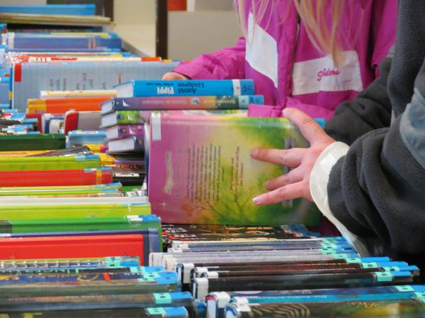 Auf dem Bücherflohmarkt in der Stadtbücherei gibt es einige Schnäppchen zu entdecken.