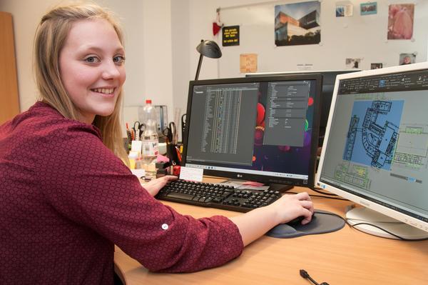 Leonni Schwarzer ist bei der Stadt Elmshorn Auszubildende zur Bauzeichnerin